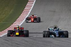 Valtteri Bottas, Mercedes AMG F1 W08, Daniel Ricciardo, Red Bull Racing RB13, Kimi Raikkonen, Ferrari SF70H