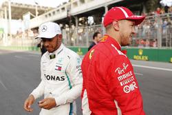Обладатель поула Себастьян Феттель, Ferrari, второе место – Льюис Хэмилтон, Mercedes AMG F1