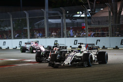 Felipe Massa, Williams FW40, Kevin Magnussen, Haas F1 Team VF-17, Esteban Ocon, Sahara Force India F1 VJM10