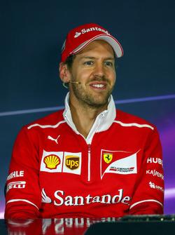 Sebastian Vettel, Ferrari en la conferencia de prensa de la FIA
