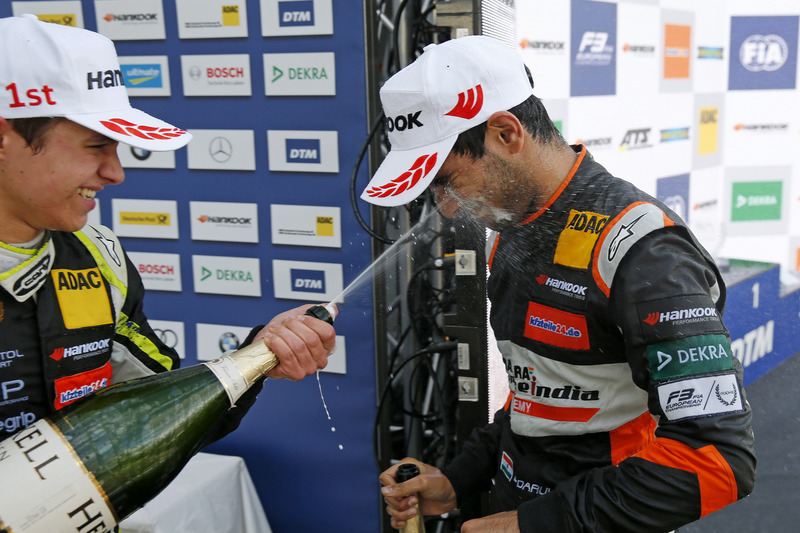 Rookie Podium: Lando Norris, Carlin Dallara F317 - Volkswagen en  Jehan Daruvala, Carlin, Dallara F317 - Volkswagen