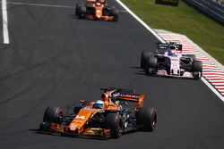 Fernando Alonso, McLaren MCL32, Sergio Perez, Sahara Force India F1 VJM10, Stoffel Vandoorne, McLaren MCL32