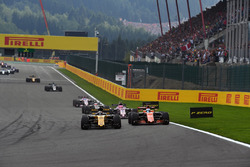 Nico Hulkenberg, Renault Sport F1 Team RS17 and Fernando Alonso, McLaren MCL32