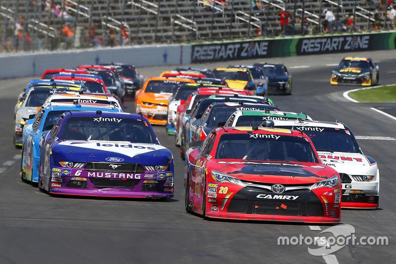 Erik Jones, Joe Gibbs Racing, Toyota; Ryan Blaney, Team Penske, Ford; Darrell Wallace Jr., Roush Fenway Racing, Ford