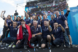 Podium: ganador, Sébastien Buemi, Renault e.Dams celebra con el equipo