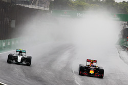 (L to R): Nico Rosberg, Mercedes AMG F1 W07 Hybrid and Max Verstappen, Red Bull Racing RB12 battle for position