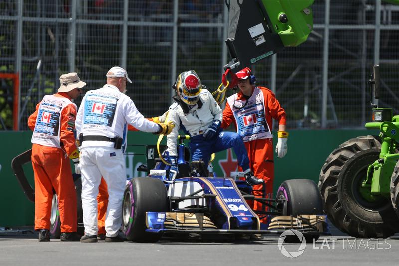 Bergung des Autos von Pascal Wehrlein, Sauber C36