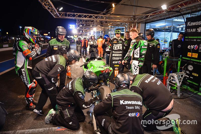 #11 Team SRC Kawasaki, Kawasaki: Mathieu Gines, Randy de Puniet, Fabien Foret