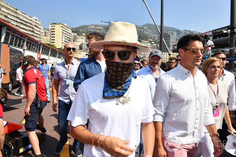 Монако: граффити-художник Алек Монополи