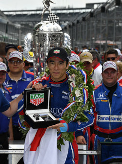 Takuma Sato, Michael Andretti, Andretti Autosport team owner Autosport Honda celebrates the win in Victory Lane