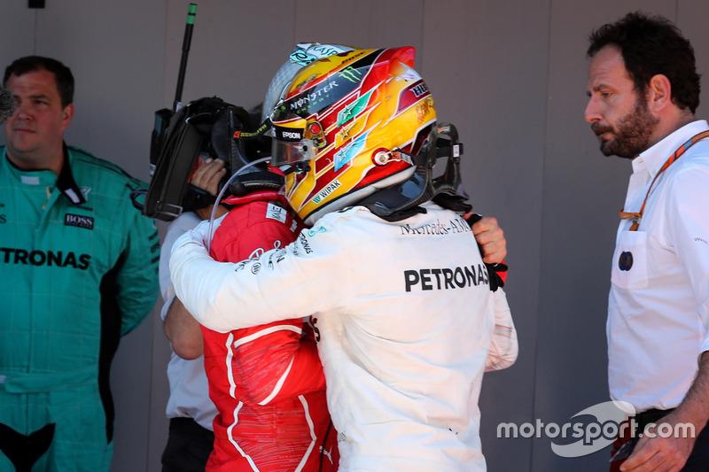 Le vainqueur Lewis Hamilton, Mercedes AMG F1, Sebastian Vettel, Ferrari
