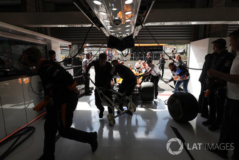 Engineers bring Stoffel Vandoorne, McLaren MCL33, into the garage