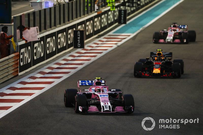 Esteban Ocon, Racing Point Force India VJM11, precede Max Verstappen, Red Bull Racing RB14, e Sergio Perez, Racing Point Force India VJM11