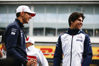 Esteban Ocon, Racing Point Force India scherza con Lance Stroll, Williams Racing