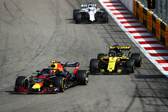 Max Verstappen, Red Bull Racing RB14, leads Nico Hulkenberg, Renault Sport F1 Team R.S. 18, and Lance Stroll, Williams FW41