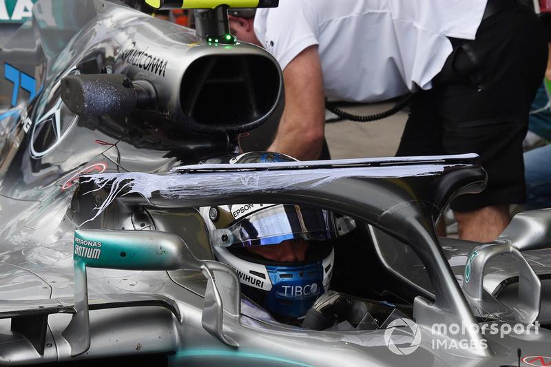 Valtteri Bottas, Mercedes-AMG F1 W09 avec de la peinture aérodynamique sur le Halo