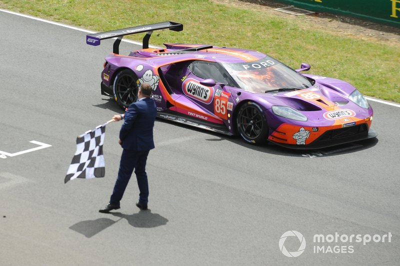 #85 Keating Motorsports Ford GT: Ben Keating, Jeroen Bleekemolen, Felipe Fraga takes the checkered flag