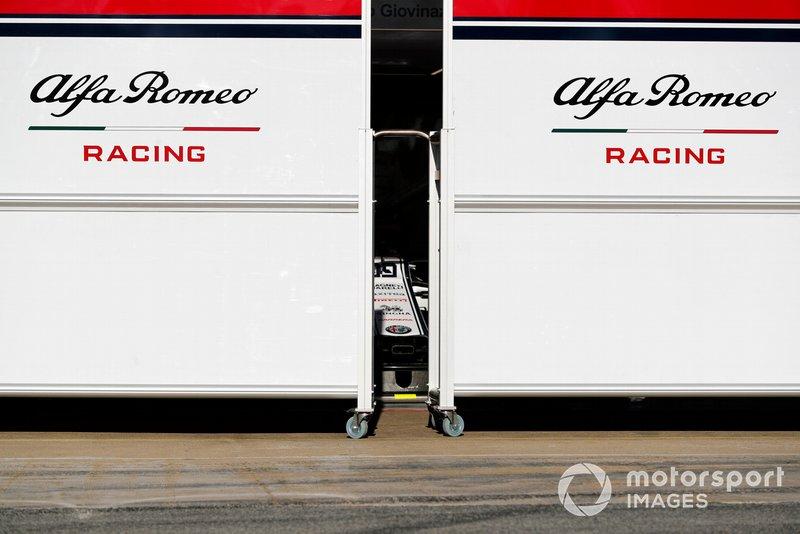 Le garage Alfa Romeo Racing à l'abri des regards
