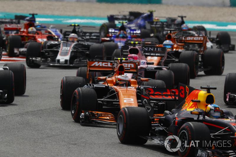 Daniel Ricciardo, Red Bull Racing RB13, Stoffel Vandoorne, McLaren MCL32, Esteban Ocon, Sahara Force India F1 VJM10, Fernando Alonso, McLaren MCL32 at the start