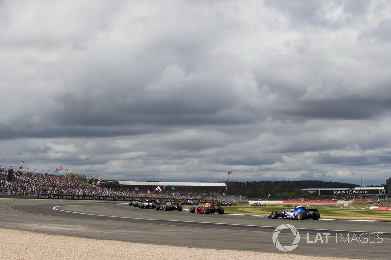Daniel Ricciardo, Red Bull Racing RB13, Marcus Ericsson, Sauber C36