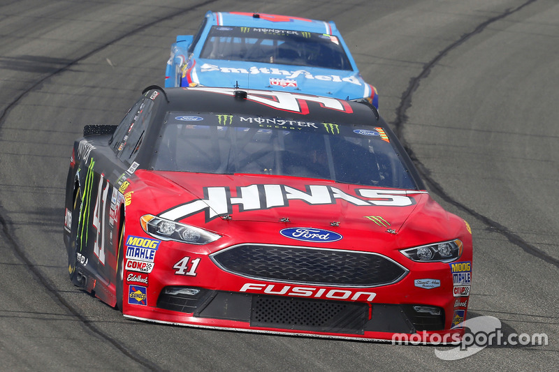 Kurt Busch, Stewart-Haas Racing Ford y Aric Almirola, Richard Petty Motorsports Ford