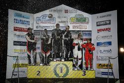 Alessandro Gino-Marco Simone Ravera, Sébastien Carron-Vincent Landais, D-Max Swiss, und Elwis Chentre-Elena Giovenale, Winners Rally Team, podium