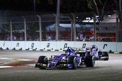 Pascal Wehrlein, Sauber C36-Ferrari precede il compagno di squadra mate Marcus Ericsson, Sauber C36