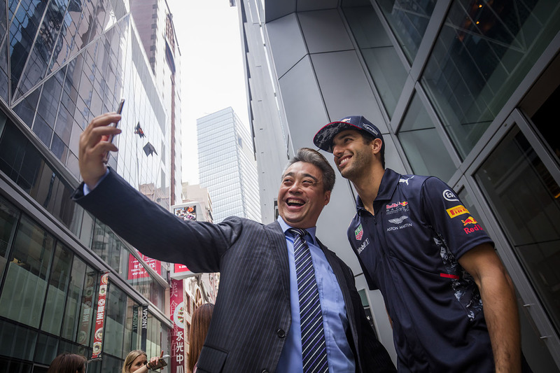 Daniel Ricciardo, Red Bull Racing, mit einem Fan