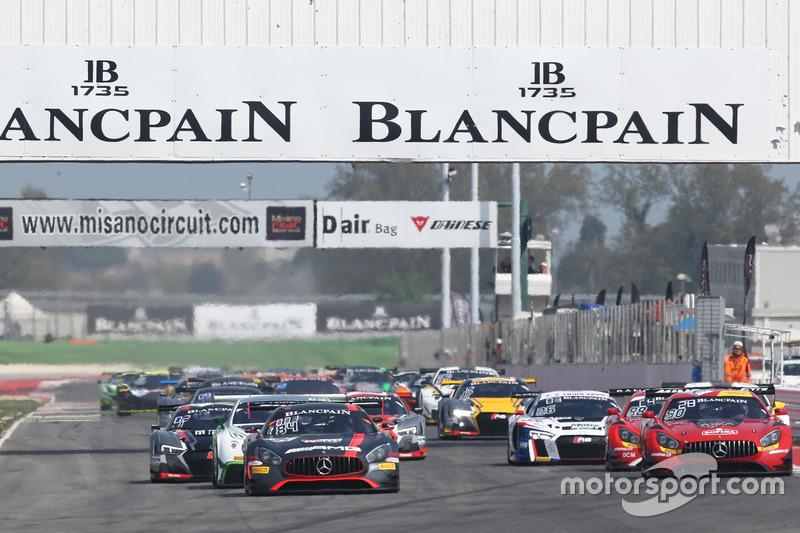 Arrancada #84 Mercedes-AMG Team HTP Motorsport, Mercedes-AMG GT3: Maximilian Buhk, Franck Perera líder