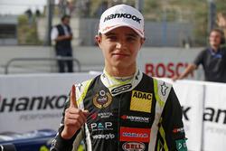 Le vainqueur Lando Norris, Carlin Dallara F317 - Volkswagen