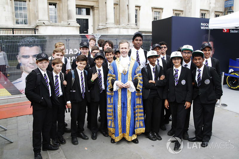 Children from St George's Cathedral School in Southwark meet the London Mayor