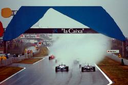 Start action, Jacques Villeneuve, Williams FW18 leads