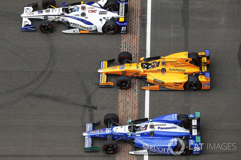 J.R. Hildebrand, Ed Carpenter Racing Chevrolet, Fernando Alonso, Andretti Autosport Honda, Takuma Sato, Andretti Autosport Honda during pace laps