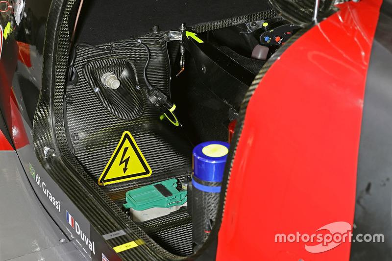 Le cockpit de la #8 Audi Sport Team Joest Audi R18