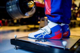 Daniil Kvyat, Scuderia Toro Rosso, shoes detail