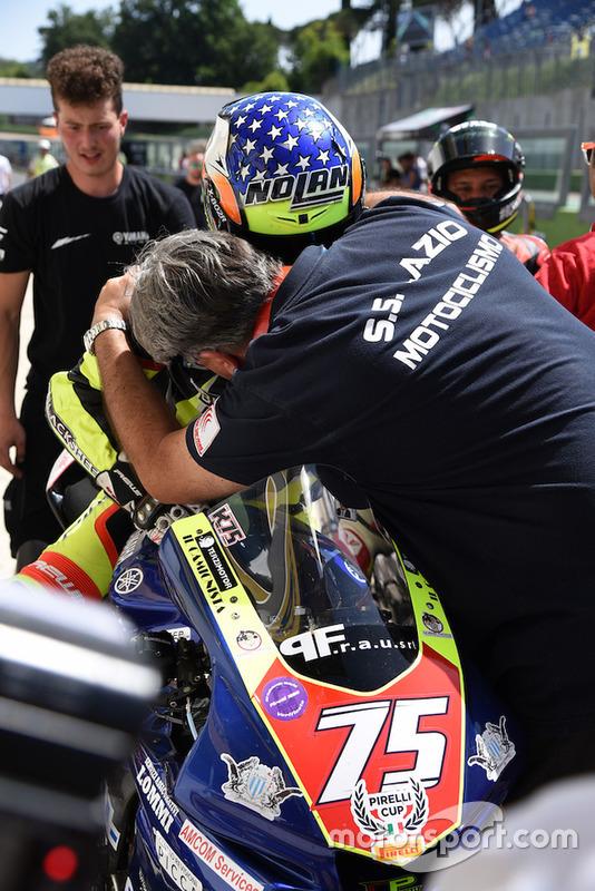 Il vincitore della classe 1000 Francesco Cocco, Yamaha