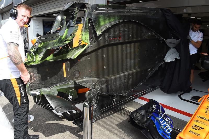 Piso del McLaren MCL33 con pintura