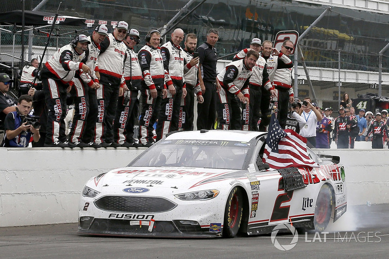 Race winner Brad Keselowski, Team Penske, Ford Fusion