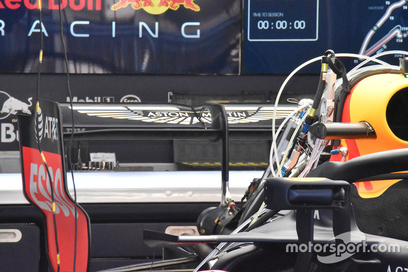 Red Bull Racing RB14, заднє антикрило