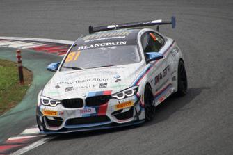 BMW Team Studieの81号車