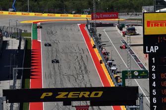 Kimi Raikkonen, Ferrari SF71H pits and Lewis Hamilton, Mercedes-AMG F1 W09 and Valtteri Bottas, Mercedes-AMG F1 W09 on main straight