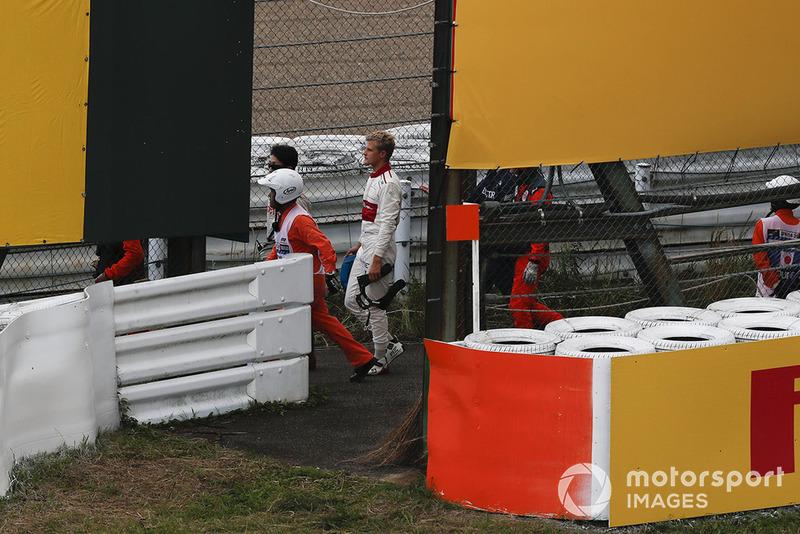 Marcus Ericsson, Sauber after crashing in Q1