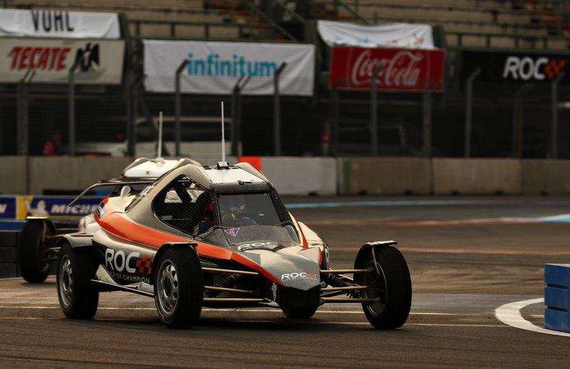Un participant de la ROC Mexico pilote la KTM X-Bow Comp R