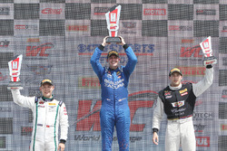 GT podium: pemenang Ryan Eversley, RealTime Racing, peringkat kedua Adderly Fong, Bentley Team Absol