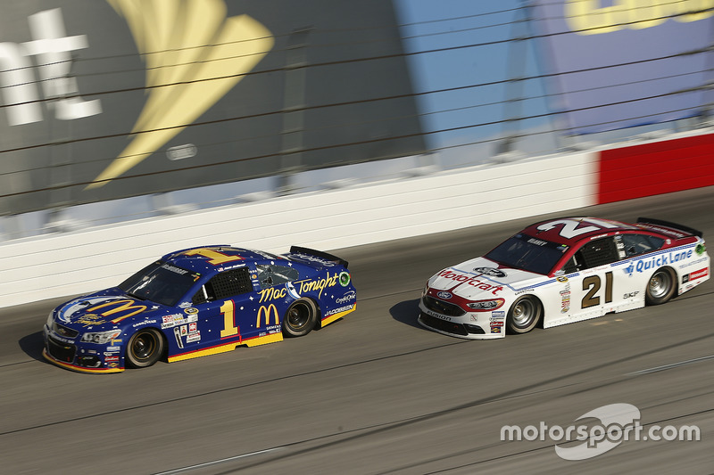 Ryan Blaney, Wood Brothers Racing Ford, Jamie McMurray, Chip Ganassi Racing Chevrolet
