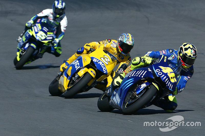 Bienvenido 2004: Victoria en el primer arranque para Yamaha