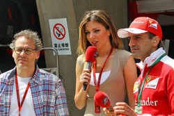 Jacques Villeneuve con Federica Masolin, y Marc Gene, Ferrari