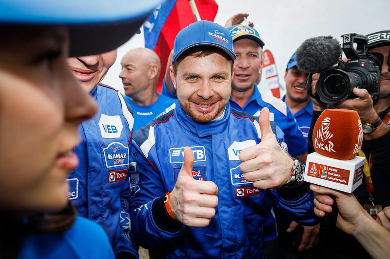 Победители в зачете грузовиков: Эдуард Николаев, Евгений Яковлев и Владимир Рыбаков
