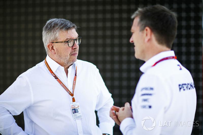 روس براون، المدير العام الرياضي للفورمولا واحد وجيمس أليسون، المُدير التقني لفريق مرسيدس