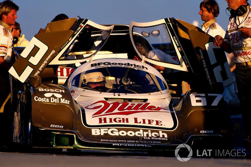 1989: Pemenang lomba Bob Wollek, Derek Bell dan John Andretti, Porsche 962